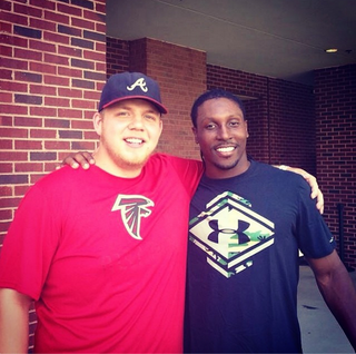 Illustration for article titled Roddy White Finally Made Good On That Twitter Bet