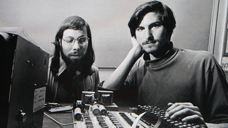 Illustration for article titled Steve Jobs' Half-Assed Job Application Sells for $174,000