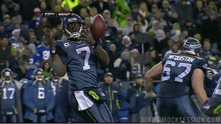 Illustration for article titled Tarvaris Jackson Honors The Age-Old Tradition Of The No-Look Shotgun-Snap Catch