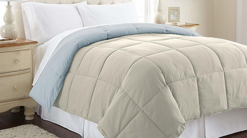 Amrapur Overseas Comforter | $18-$24 | Amazon
