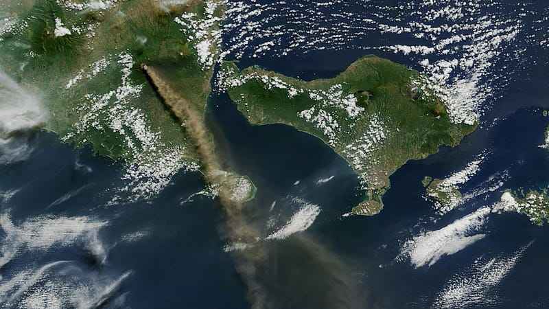 Illustration for article titled Volcanic Eruptions Are Even More Impressive From Space