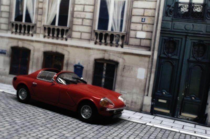 Illustration for article titled French Friday: un Quatre, Moteur à mi-voiture?