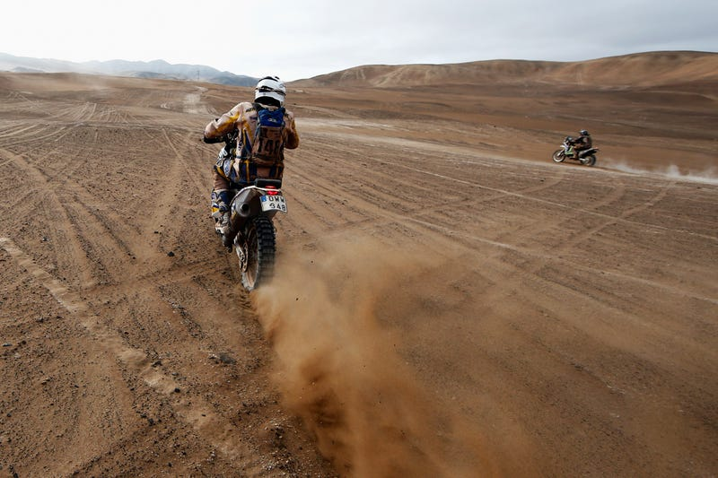 Illustration for article titled Two Bikers Race The Atacama On The Dakar Rally