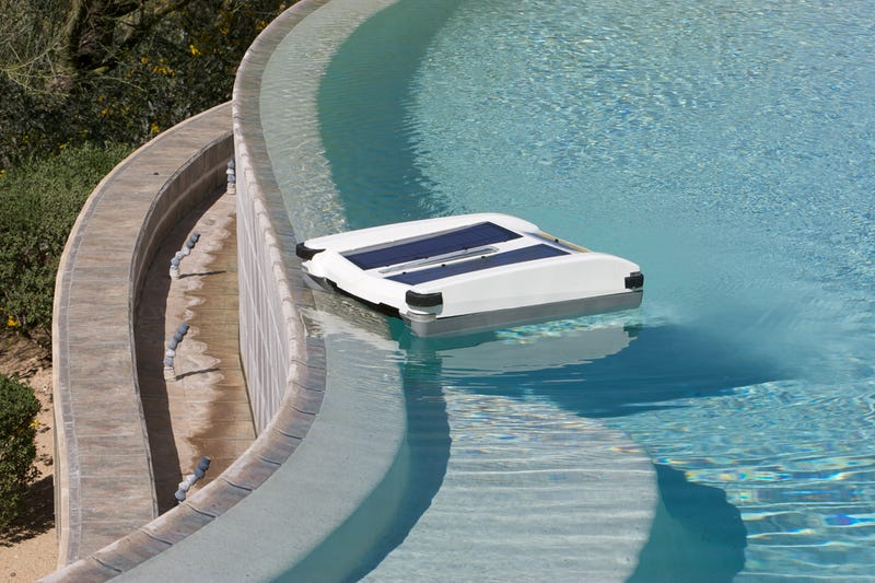 Illustration for article titled For $500, This Solar-Powered Robot Will Keep Your Pool Clean
