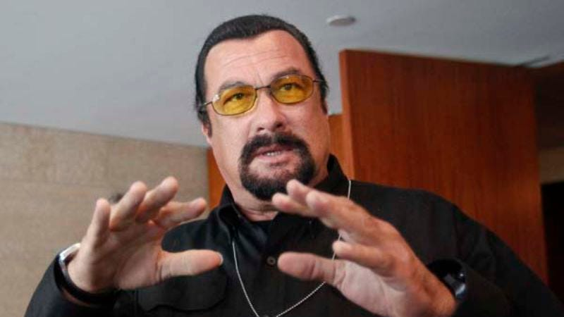 Illustration for article titled Russia wants Steven Seagal to be the face of its similarly expanding weapons industry