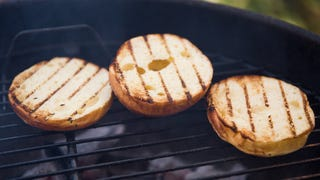 Get Perfectly Toasted Buns on the Grill with a Wet Rag