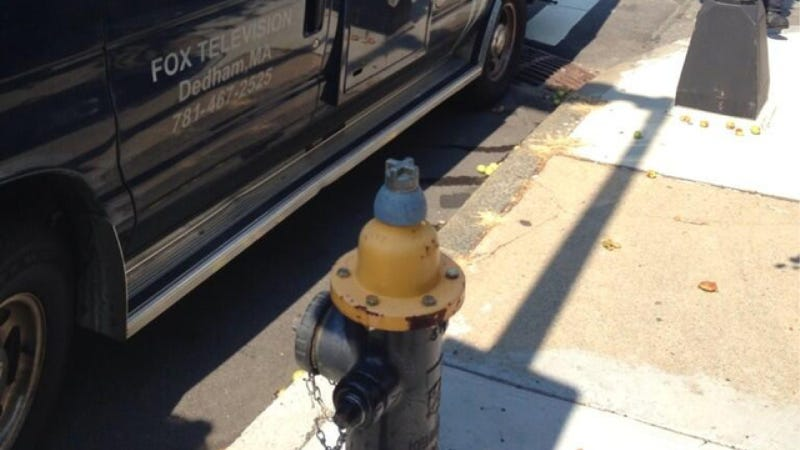Illustration for article titled Asshat Fox News Van Blocks Hydrant Outside Of Church Fire