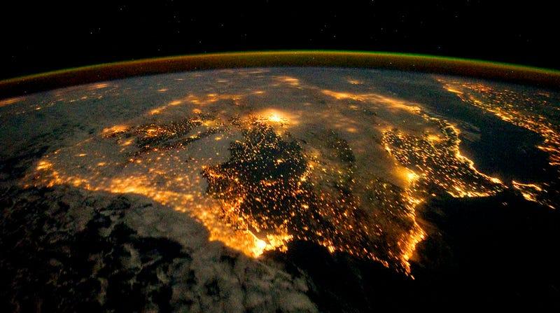 ¿Sabes cuáles son estas ciudades vistas desde el espacio?