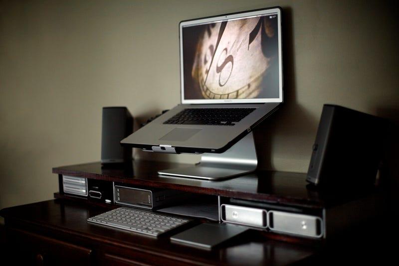Illustration for article titled The DIY Dresser Standing Desk
