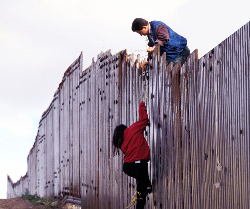Illustration for article titled How Illegal Immigrants Cross The Border