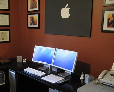 Illustration for article titled 10 multi-monitor Mac desktops to drool over