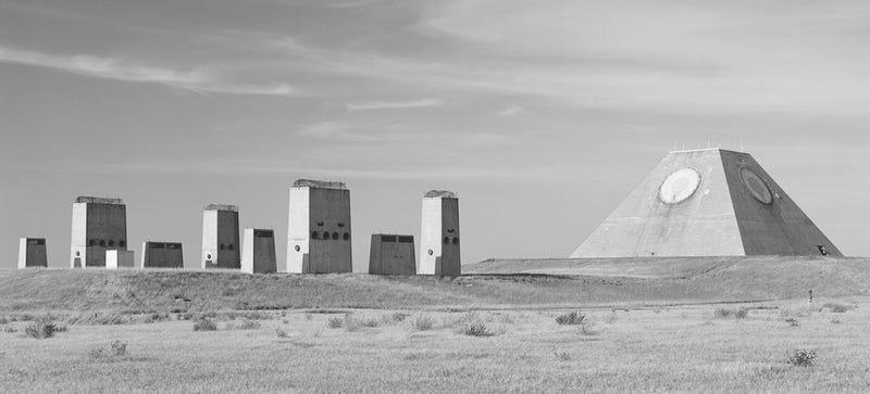 La extraña pirámide militar abandonada que recuerda a los Mayas
