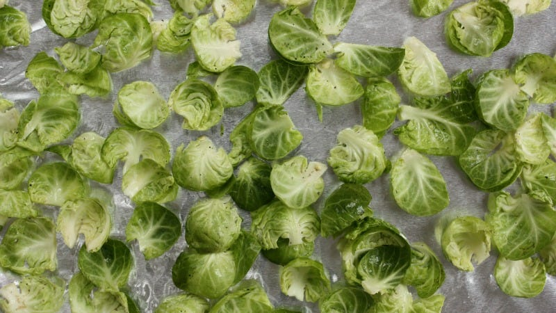 Illustration for article titled Brussels Sprout Chips Are a Super Easy, Healthy Snack