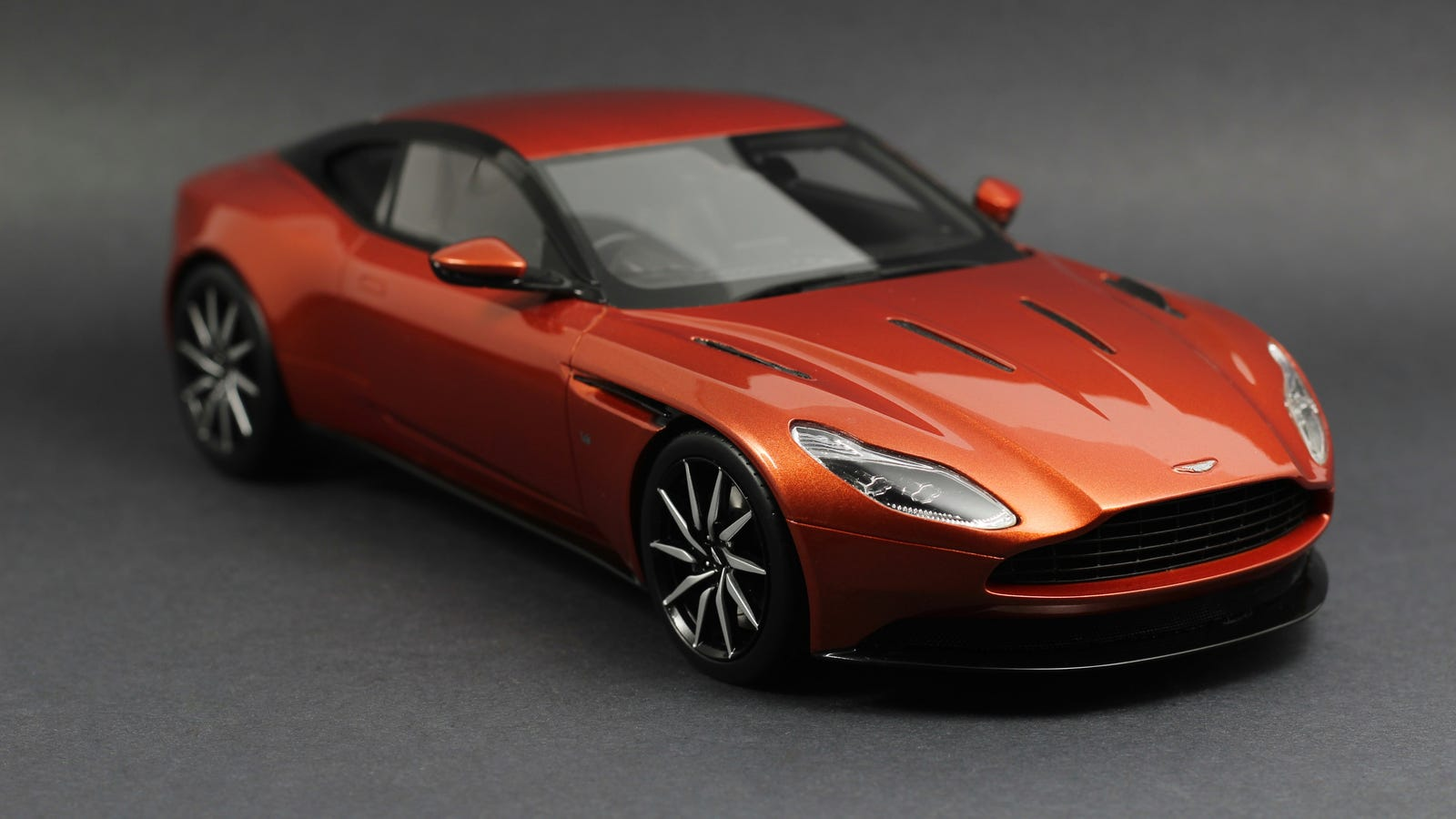 aston martin db11 in 1/18 scale from topspeed