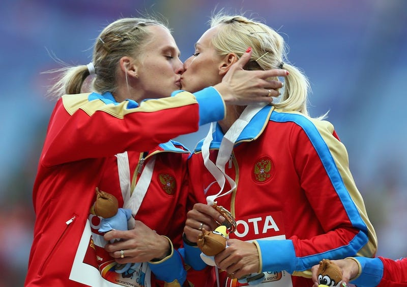 Illustration for article titled Russian Runners Share Kiss On Winner's Podium