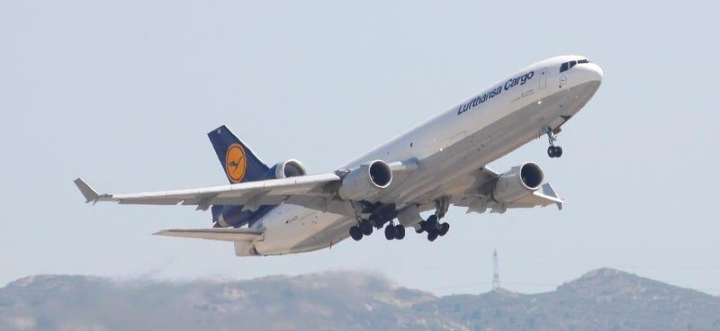Illustration for article titled Un dron pone de nuevo en peligro a un avión en pleno aterrizaje