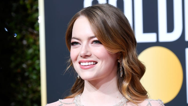Illustration for article titled Emma Stone Blurts Out 'I'm Sorry!' Over Aloha at the Golden Globes