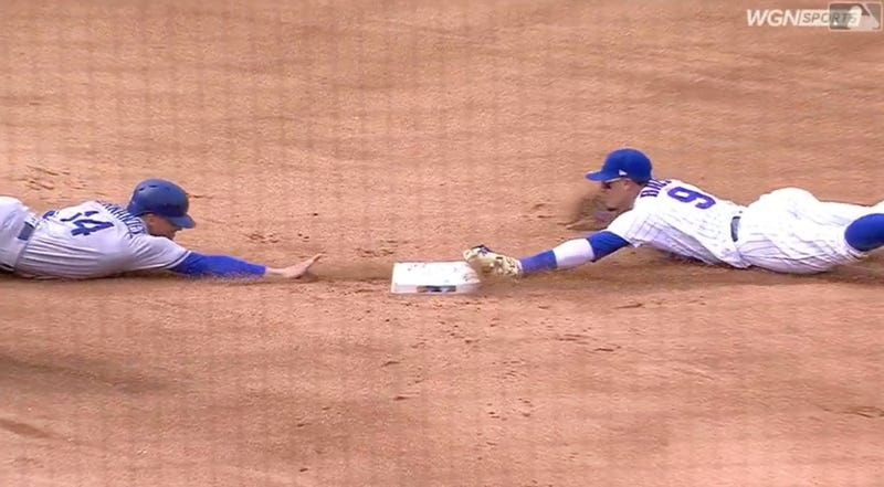 Illustration for article titled Only Javy Báez Could Have Made This Wild Solo Double Play