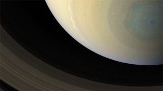 Illustration for article titled New images show the true color of Saturn's mysterious hexagon