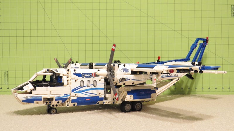 Illustration for article titled LEGO TECHNIC Cargo Plane build review [w/video]
