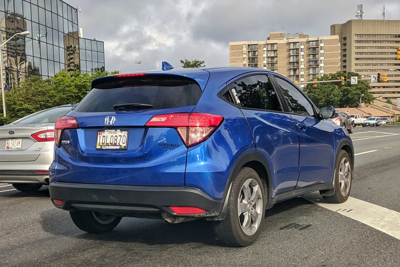 Illustration for article titled This Honda HR-V driver JUST CAN'T TAKE IT ANYMORE with everyone asking where the back door handles are