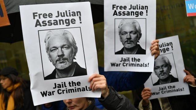 Julian Assange Says He s  Slowing Dying  in Prison During Christmas Eve Phone Call: Report