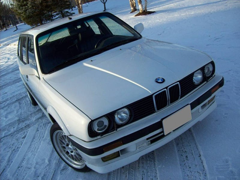 Illustration for article titled For $13,900, Could This 1989 BMW 325IX Touring Be Your Holy Grail?