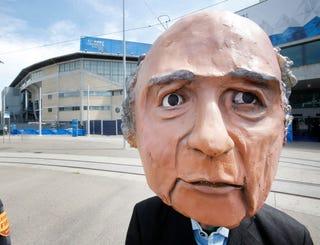 Illustration for article titled Mit jelent nekünk Sepp Blatter újraválasztása?