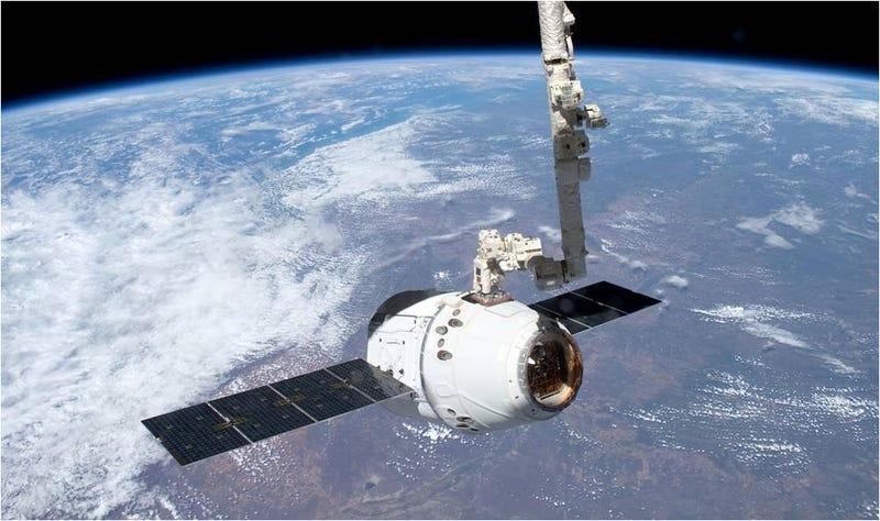 Illustration for article titled SpaceX lanza con éxito la cápsula Dragon para abastecer a la ISS