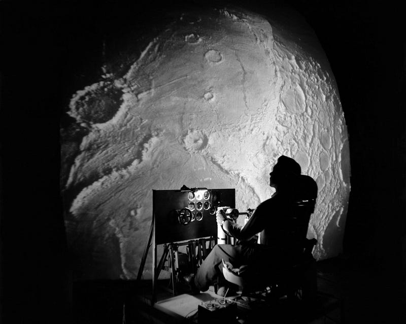 Illustration for article titled How NASA Created a Flight Simulator for the First Astronauts Landing on the Moon