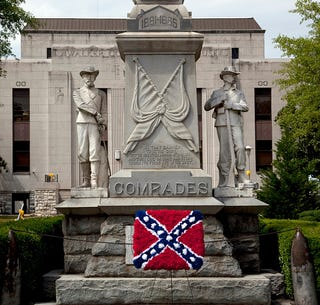 Confederate flag made out of flowers at the Confederate Statue in Jasper, Ala. (Carol M. Highsmith/Buyenlarge/Getty Images)