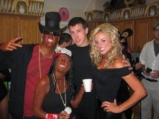 Illustration for article titled The Situation Where A Dallas Cowboys Cheerleader Appeared In Blackface For Halloween Will Probably Not End Well