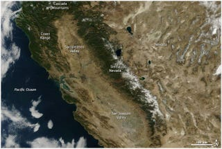 Illustration for article titled California's terrifying drought, summed up in two satellite images