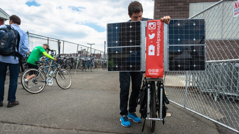 Illustration for article titled This Apocalypse-Ready Solar Charging Station Folds Up Behind a Bike
