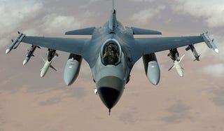 Illustration for article titled Apró megjegyzés: Bayer Zs. 20 000 dollárt kapott a Lockheed-Martintól