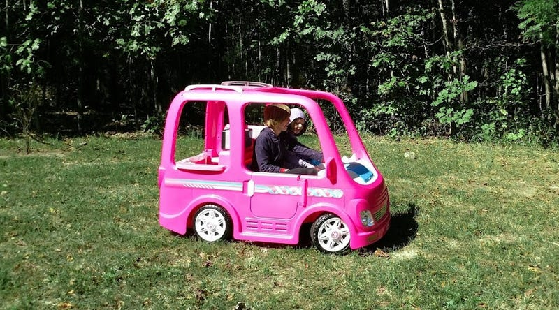 Power Wheels Barbie Dream Camper, Battery-Powered Ride-On Vehicle and Play Kitchen