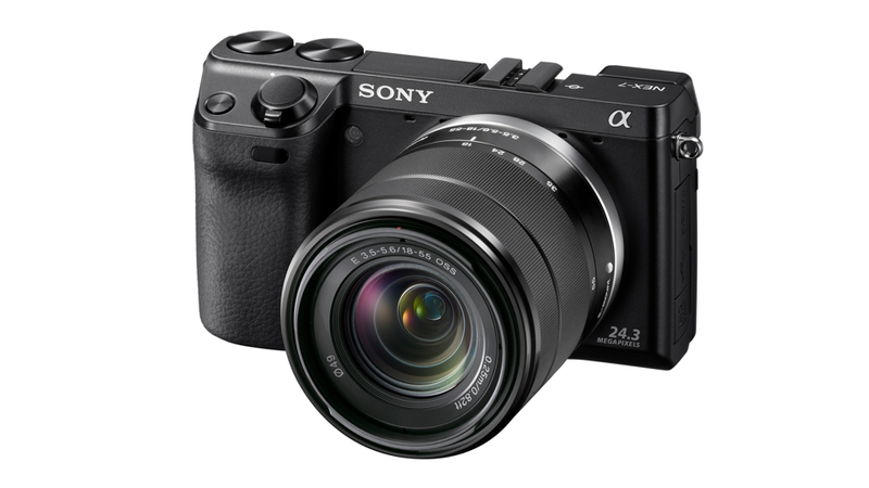 Illustration for article titled Sony NEX-7 Fights Micro Four-Thirds Cameras With a Massive DSLR Sensor