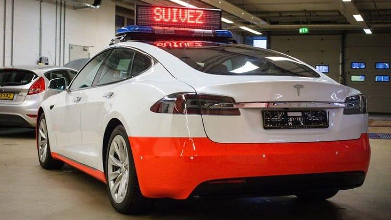 Illustration for article titled La policía de Luxemburgo lleva meses sin poder usar sus Tesla Model S porque no logran la homologación alemana