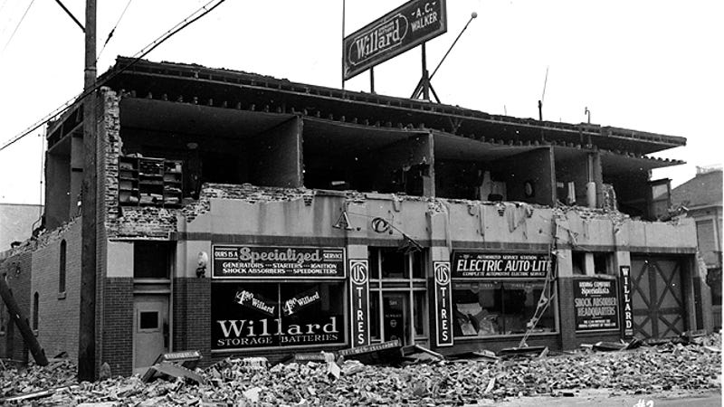 Damaged caused by the 1933 Long Beach earthquake. This photo was taken on 4th Street between Elm and Atlantic in Long Beach, California. (Image: J. B. Macelwane archives, Saint Louis University)