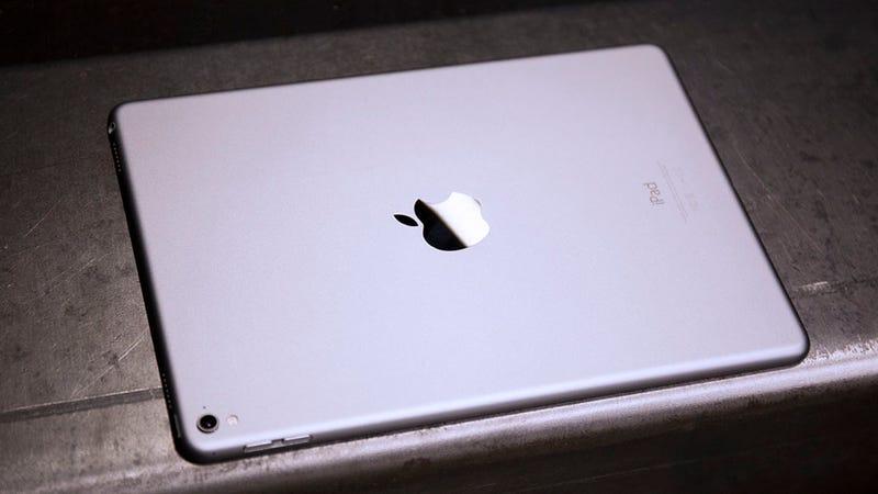Illustration for article titled El próximo iPad de Apple llega en 2018 sin botón de inicio y con Face ID