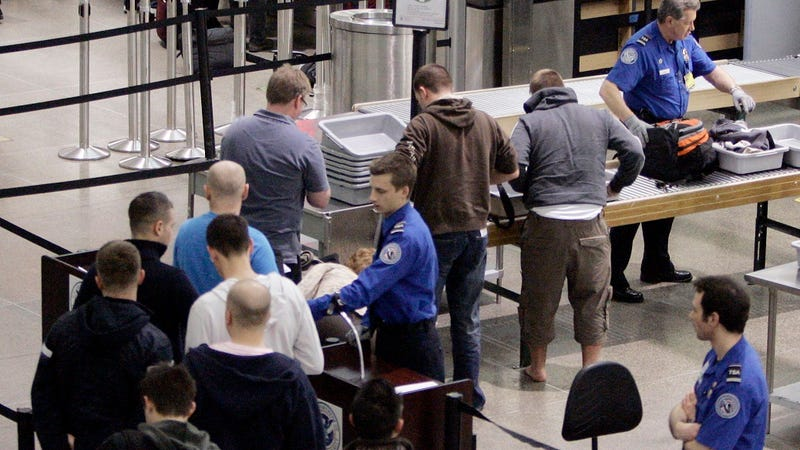 Mexicanos pasarán por medidas de seguridad estrictas si viajan a Estados Unidos con tablets y laptops