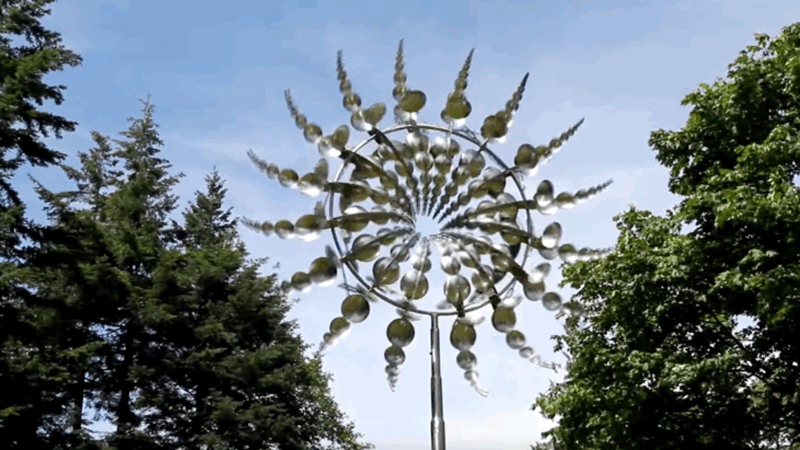 Estas fantásticas esculturas de metal cobran vida con el viento