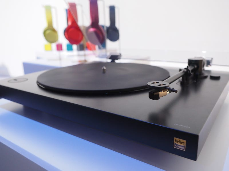 Illustration for article titled Sony's Sleek New Turntable Makes Me Want to Rob a Record Store
