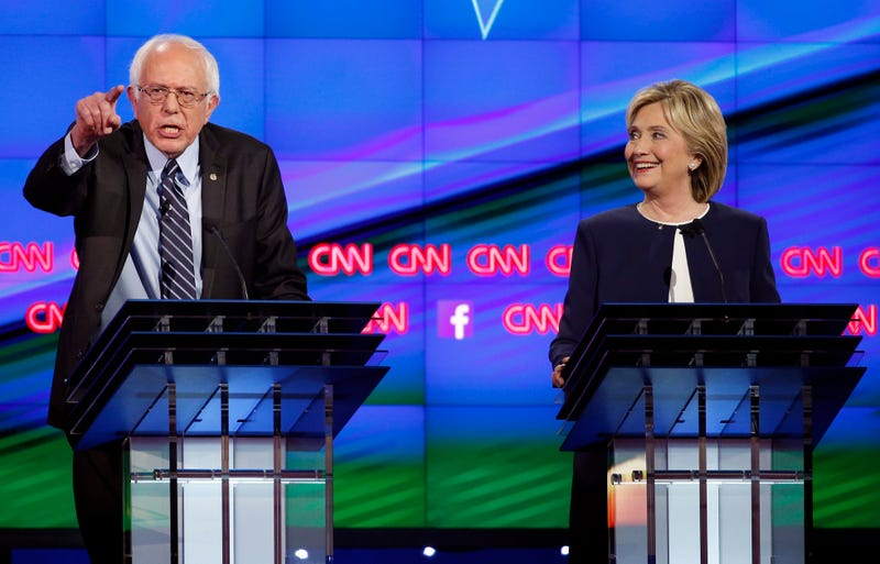 Illustration for article titled Bernie Sanders Apologizes to Hillary Clinton About Data Breach