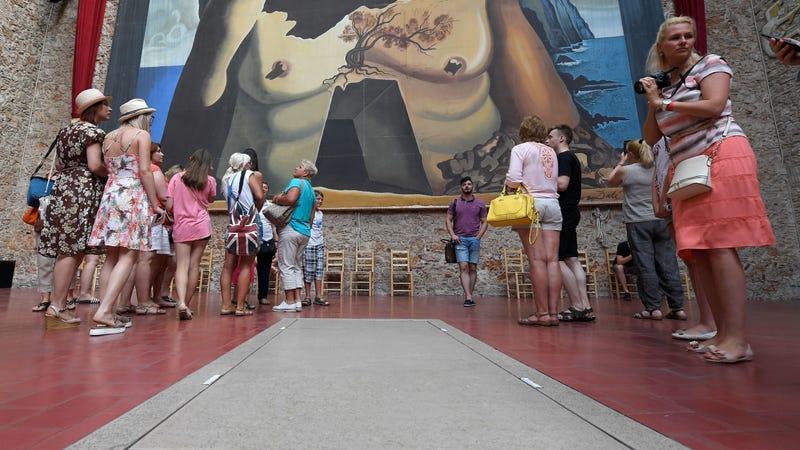 Tourists visit Dali's tomb. (Photo: LLUIS GENE /Getty Images)