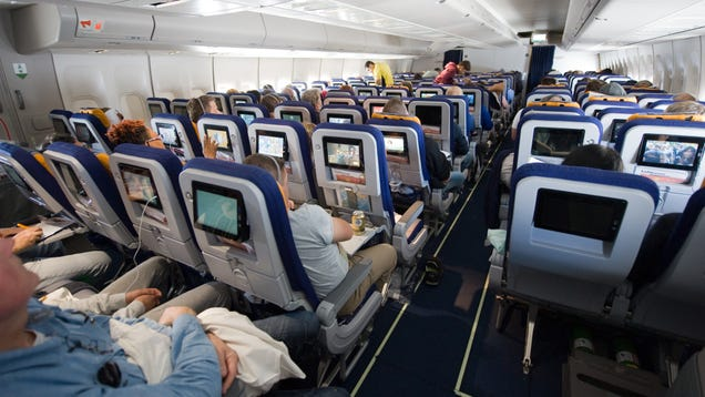How Two Major Airlines Are Actually Handling Social Distancing