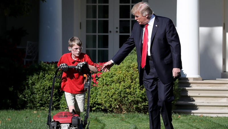Illustration for article titled Kid Who Mowed White House Lawn To Flip On Trump