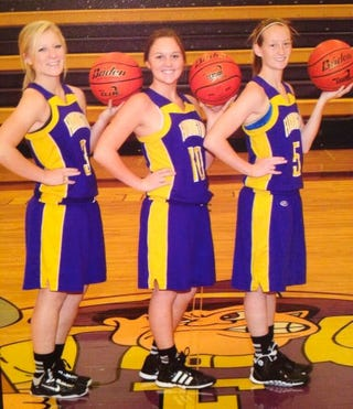 Illustration for article titled Girls Basketball Players Suspended For Flashing Shocker In Team Picture