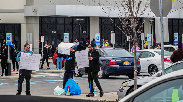 Amazon s Already Busted Out Its Anti-Union Playbook in Staten Island