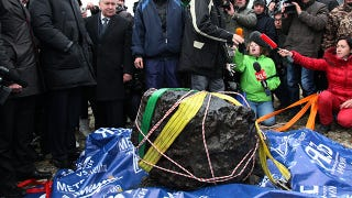 Illustration for article titled Russians just found a giant space boulder from the Chelyabinsk meteor